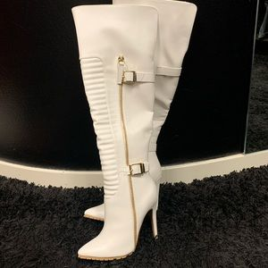 Brand new faux leather white boots sz 7.5